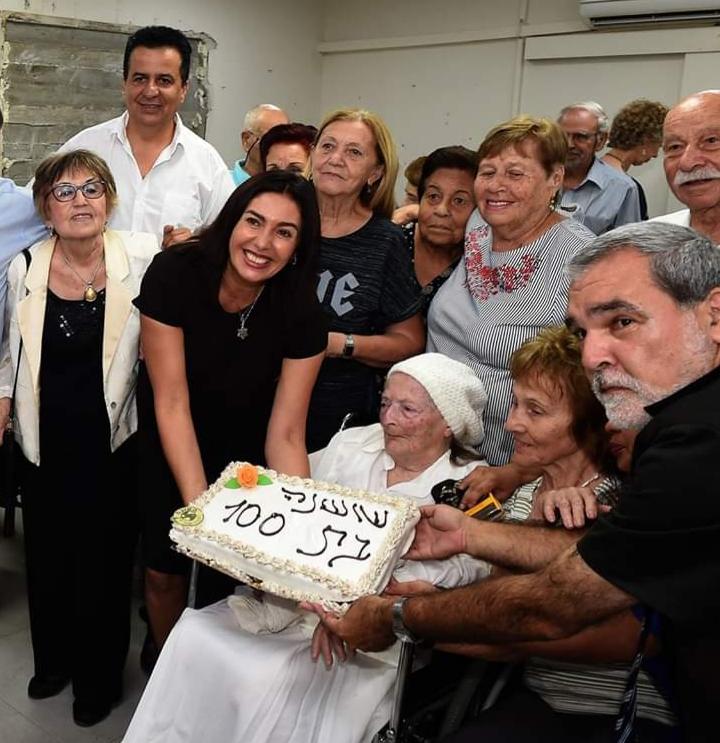 יד עזר לחבר - חגיגת יום הולדת לשושנה עם הרה מירי רגב (צילום יוסף הירש)