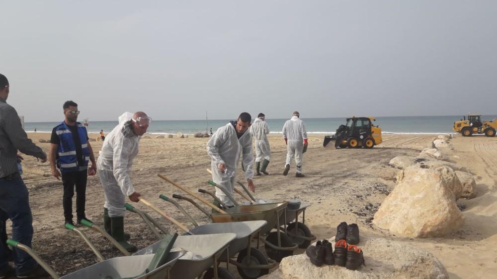 תרגיל היערכות לטיפול בזיהום ים בחוף הסטודנטים שבחיפה 14/11/2018 (צילום: עמיר ערד המשרד להגנת הסביבה)