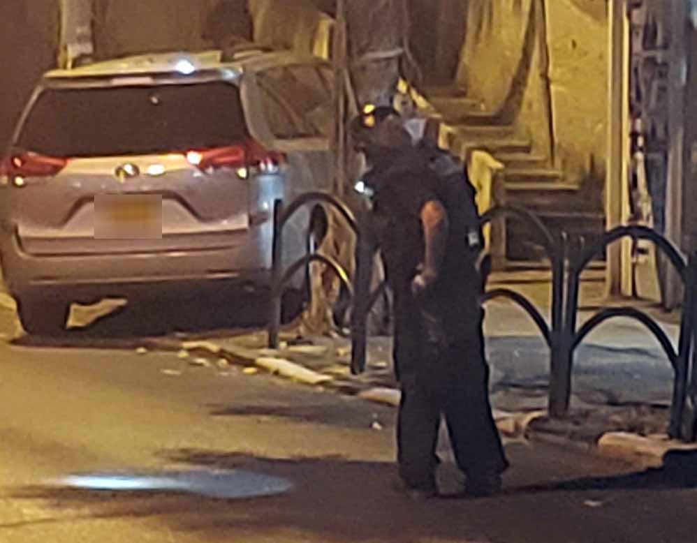 רובוט משטרתי סורק חפץ חשוב מתחת לרכב ברחוב גאולה 08/11/2018 (צילום: איציק אלעזרא)