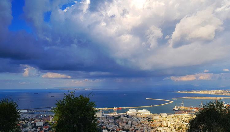 ענן גשם מעל מפרץ חיפה - תמונת היום בחיפה 06/11/2018 (צילום: נילי בנו)