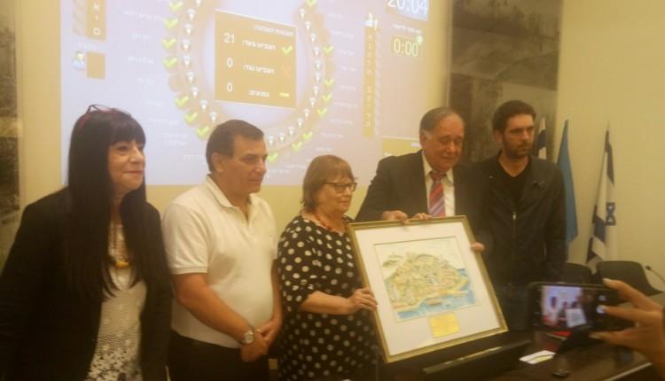 נפרדים מראש העירייה יונה יהב בישיבת מועצת העיר האחרונה (צילום: סמר עודה כרנתינג'י)