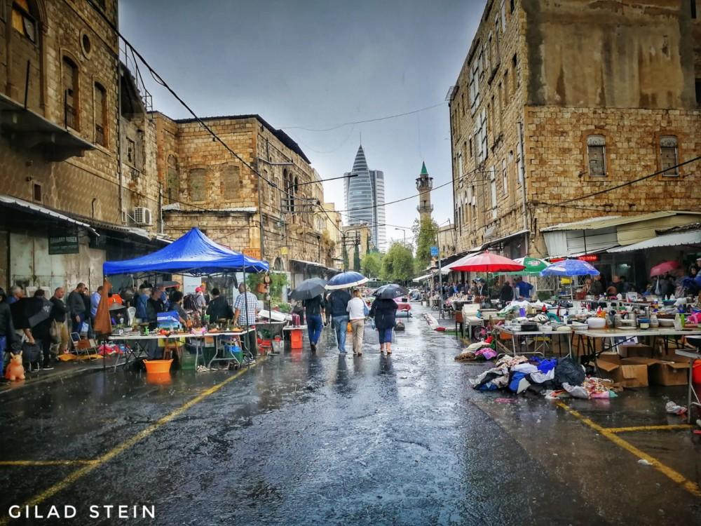 שוק הפשפשים בחיפה בגשם 10/11/2018 (צילום: גלעד שטיין)