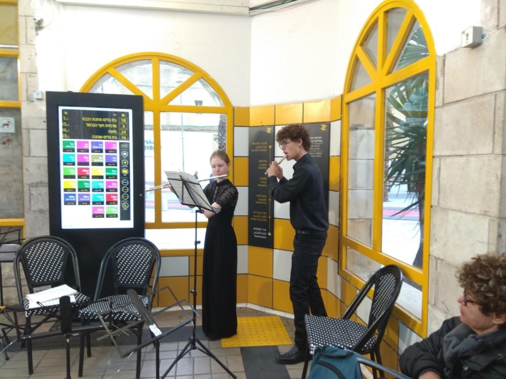 לילני רעות מנגנים בכרמלית (צילום: דוברות עיריית חיפה)