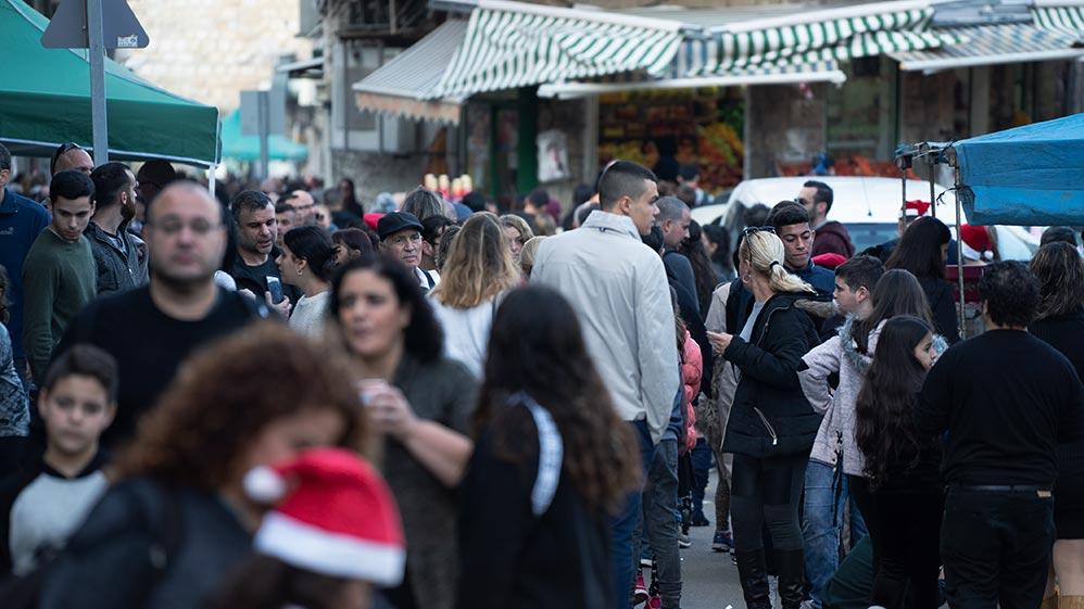 ואדי ניסנאס בחיפה: עשרות אלפי מבלים בחג של החגים - 22/12/2018 (צילום: ירון כרמי)