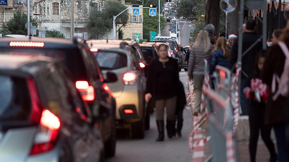 רחוב הגפן היה פקק אחד גדול וכך גם כל הרחובות הסמוכים לחגיגה - החג של החגים - 22/12/2018 (צילום: ירון כרמי)