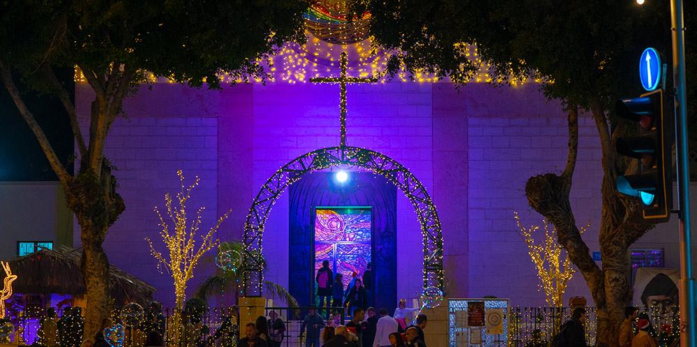 כנסיית סנט ג'וזף בשדרות המגינים בחיפה - מוארת לחג המולד - החג של החגים - 22/12/2018 (צילום: ירון כרמי)