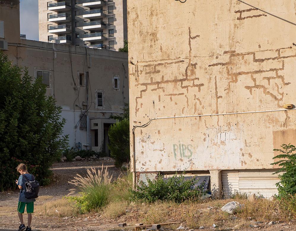 נווה דוד - בתים מתפוררים ותקווה לעתיד טוב (צילום: ירון כרמי)