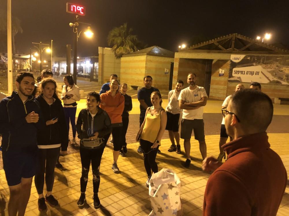 """קבוצת הריצה """"תן לרוץ"""" בחיפה עם יונתן זוהר (צילום: ירון כרמי)"""