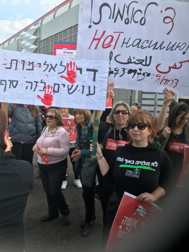 מחאת הנשים צומת קריון קרית ביאליק (צילום: רבקה וייסטוך)