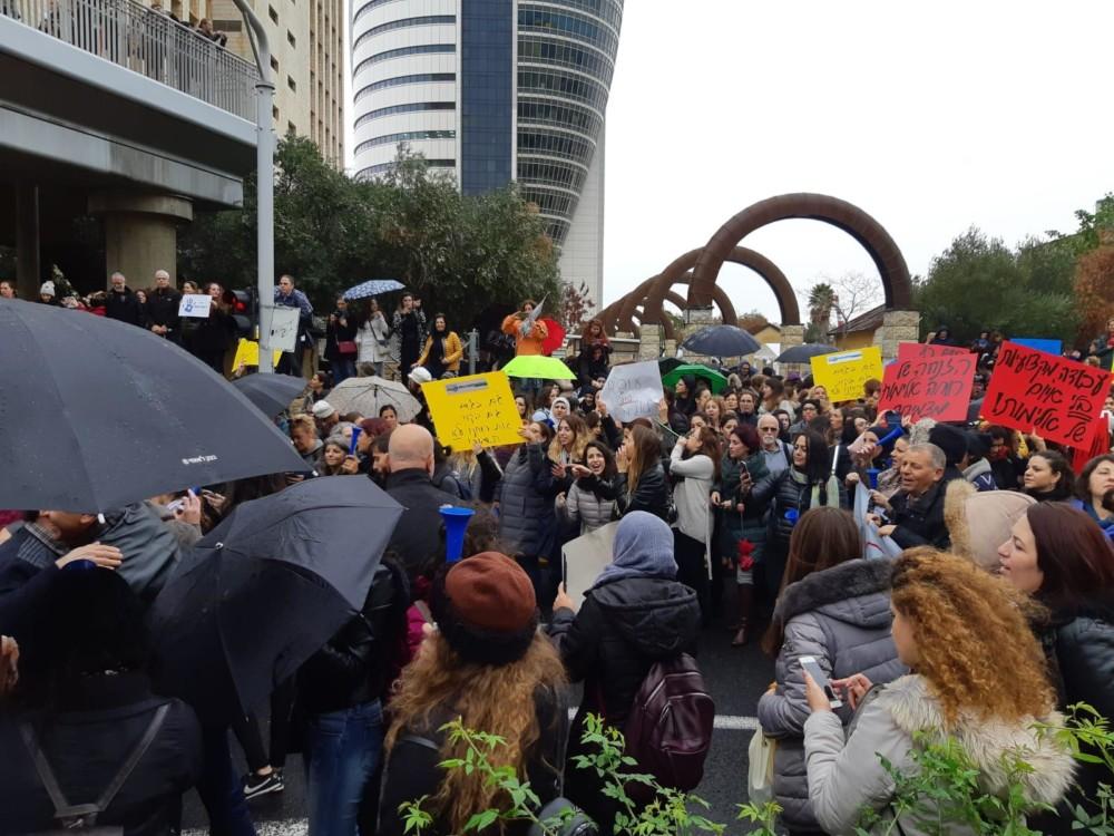 """מחאת העו""""סים בקרית הממשלה (צילום: המחלקה לשירותים חברתיים טירת-כרמל)"""