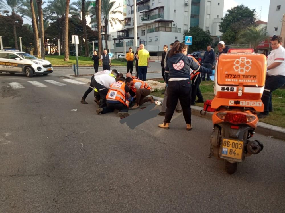 הולך רגל נהרג מפגיעת רכב בשדרות בית וגן בקרית אתא (צילום: איחוד הצלה כרמל)