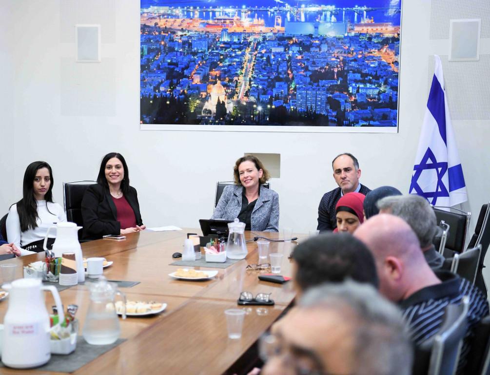 עינת קליש רותם במפגש עם ראשי הציבור הערבי בחיפה - 29/11/2018 (צילום: ראובן כהן)