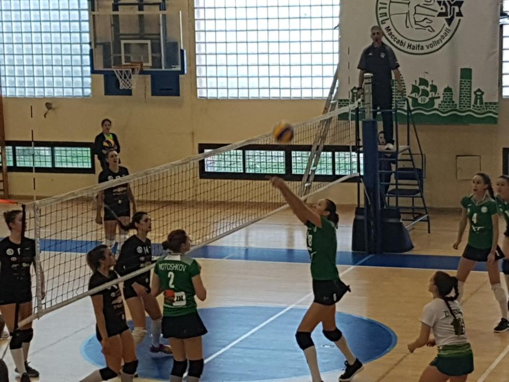 - מכבי XT חיפה בכדורעף מול חדרה (צילום: בן סער)