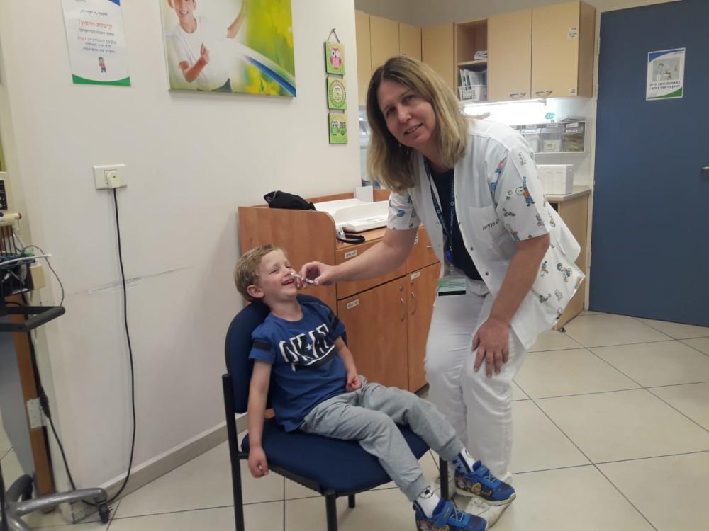 """פלומיסט - חיסון שפעת בתרסיס לאף מחסנת ילד במרכז בריאות הילד במחוז חיפה וג""""מ"""