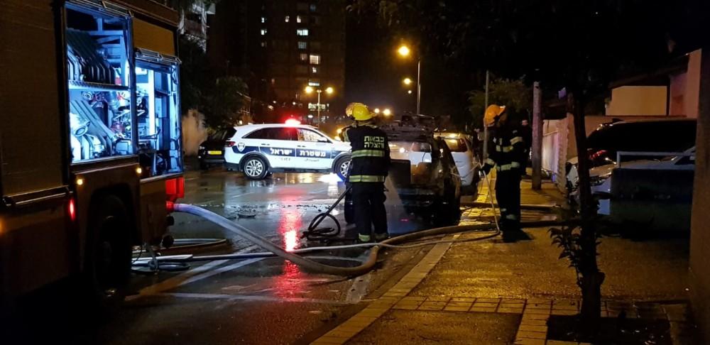 רכב נפגע מברק במרטין בובר בחיפה - הכביש נחסם לתנועה (צילום: גיא הולצמן)
