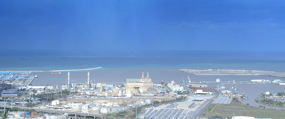 נחל הקישון גואה - מבט מרחוב הגליל בחיפה (צילום: חגית אברהם)