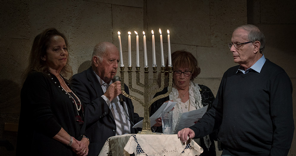 בני ברית חיפה - טקס חלוקת המלגות - הדלקת נרות החנוכיה (צילום: ירון כרמי)