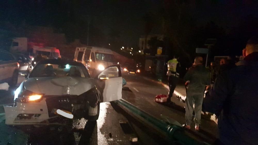 תאונת דרכים ברחוב גולומב 17א בחיפה (צילום: איחוד הצלה)