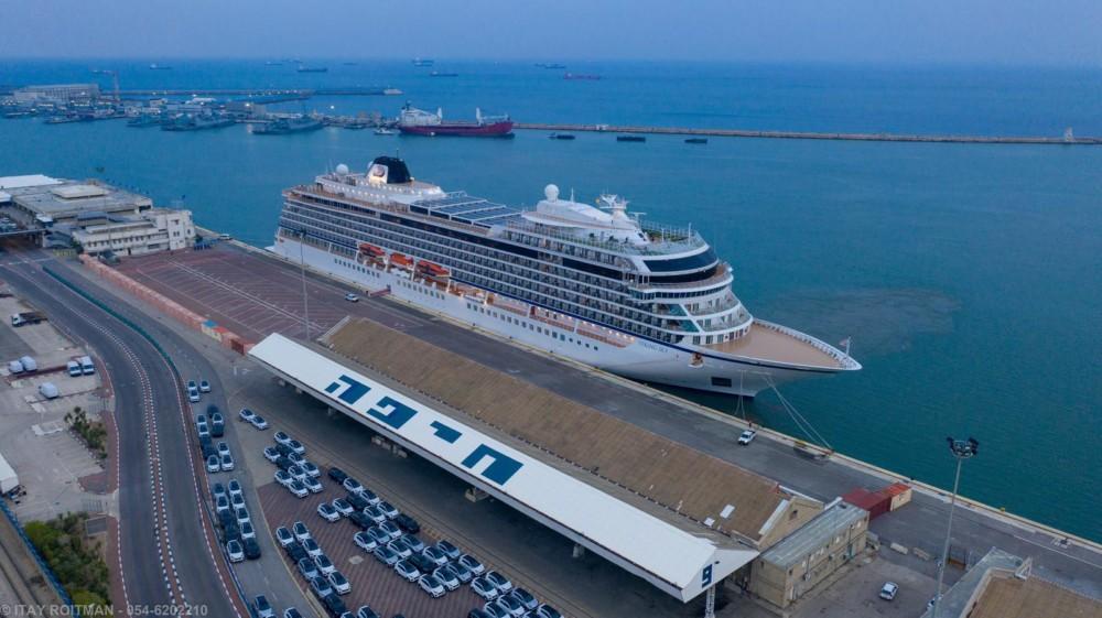 אניית נוסעים עוגנת בנמל חיפה (צילום: איתי רויטמן - צילומי אוויר 054-6202210)