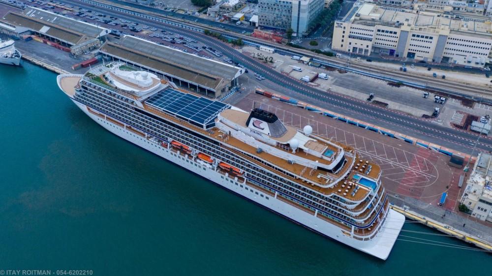 אניים נוסעים עוגנת בנמל חיפה (צילום: איתי רויטמן - צילומי אוויר 054-6202210)