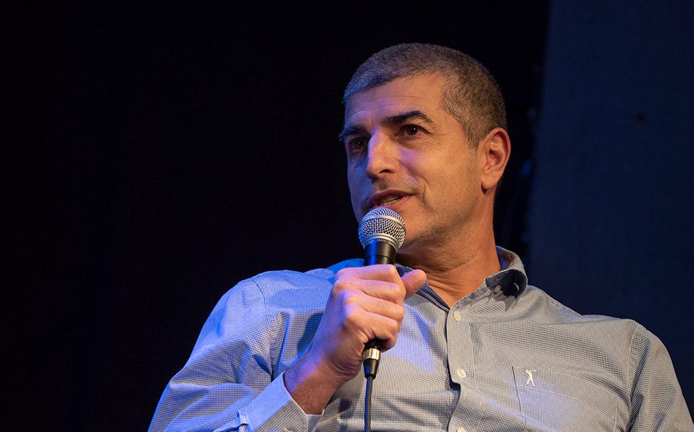 ירון כרמי - עורך חי פה (צילום: ארז ישכרוב)
