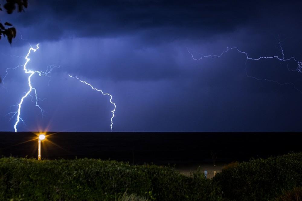 סופת ברקים בחיפה (צילום: אקי פלקסר)