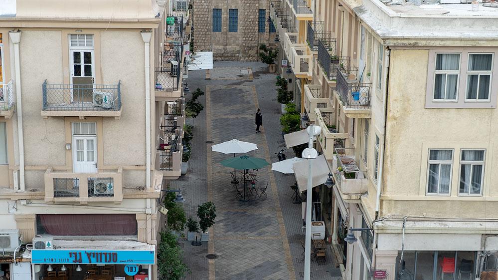 סיור מייקרים עם העמותה לתיירות חיפה - מבט אל העיר התחתית מתחם 21 השוק הטורקי (צילום: ירון כרמי)