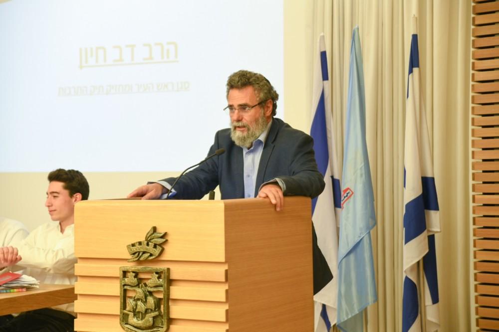 הרב דובי חיון במליאת מועצת הנוער העירונית של חיפה (צילום: עדי אביקזר)
