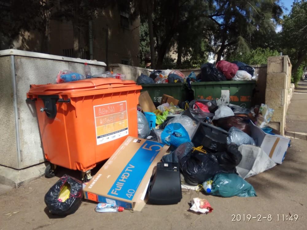 השביתה בחיפה - הרי הזבל ברחוב חניתה בנווה שאנן (צילום: חגית אברהם)