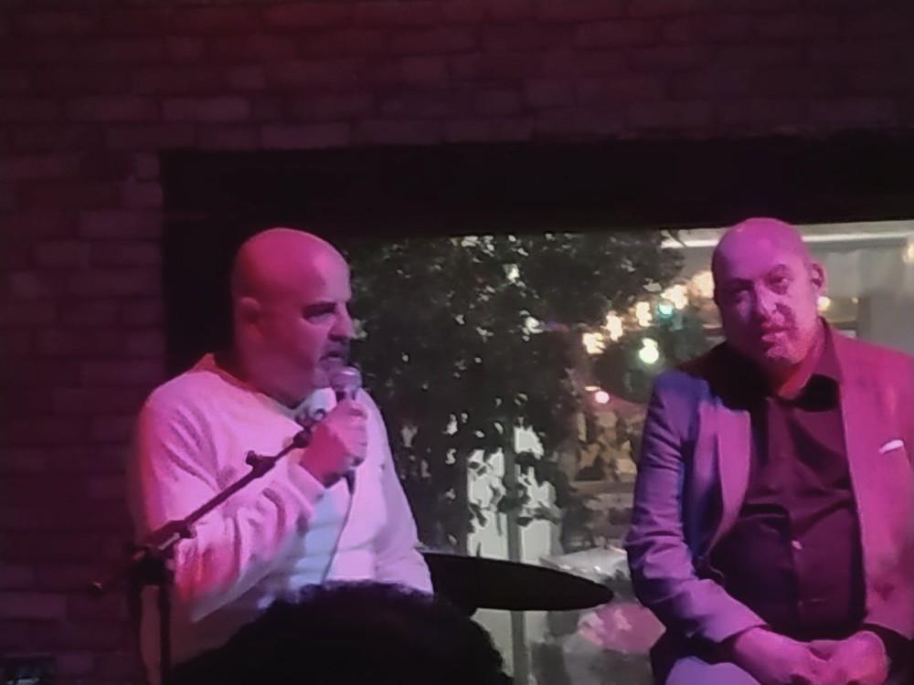 ירון חנן מראיין את פרופסור איתמר גרוטו בכנס בנושא התחלואה (צילום: ירון חנן)