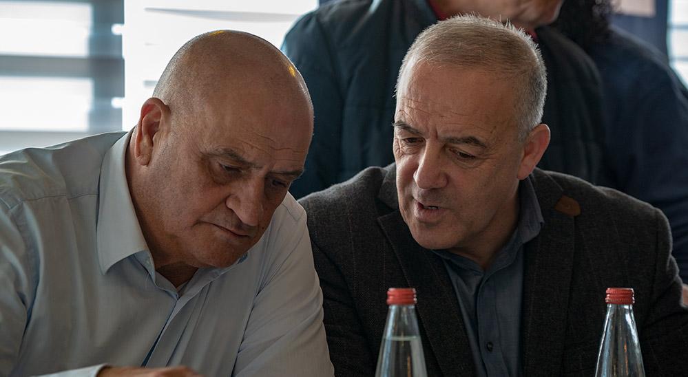 """ח""""כ אכרם חסון עם מנכ""""ל כולנו, יואב רפאל (צילום: ירון כרמי)"""