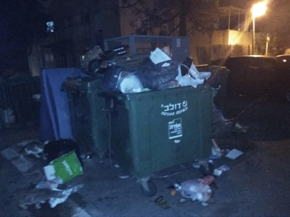השביתה בחיפה - זבל ברחוב המלך עוזיהו - קוראי חי פה מצלמים (צילום - אלון קורקוס)