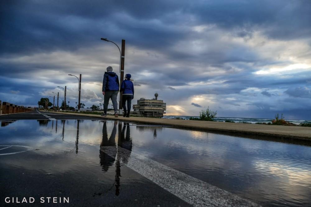 טיילת שקמונה ביום גשם (צילום: גלעד שטיין)