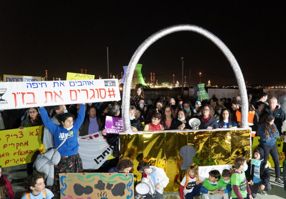 המנעול הענק - הפגנה - תושבי חיפה סוגרים את התעשייה הפטרוכימית 4/2/2019