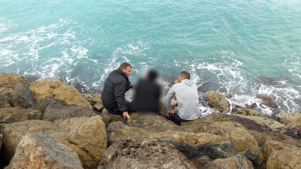 פקח ומציל של עיריית חיפה הצילו אשה שניסתה להתאבד בקפיצה לים בחורף