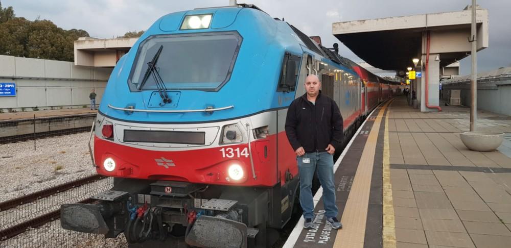 נהג הרכבת אלי בן סימון (צילום: דוברות רכבת ישראל)