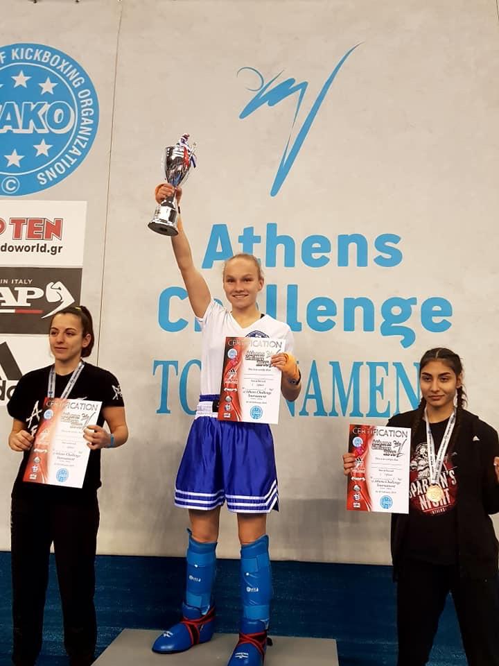יוליה סצ'קובה (במרכז) בתחרות האחרונה ביוון (צילום: אלבום אישי)