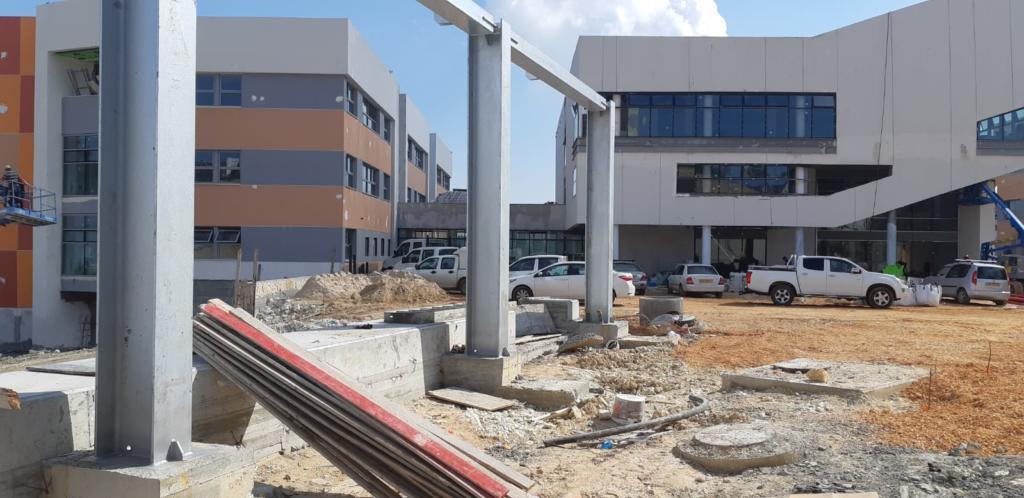 בית ספר חוגים החדש בחיפה - המבנה בשלבי בנייה