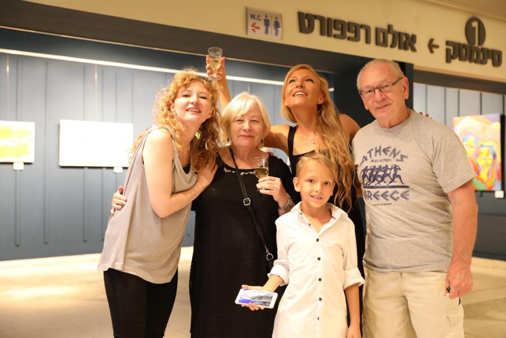 ויטלינה מוחין ומשפחתה (צילום: אלבום אישי)
