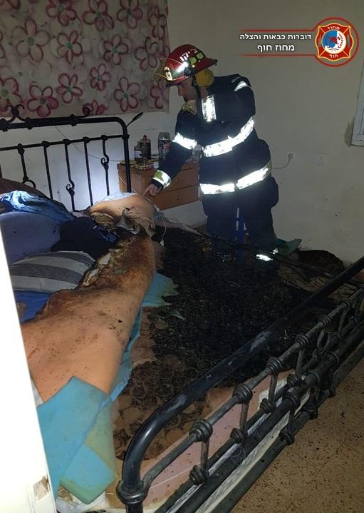 שרפה בחדר השינה ברחוב תל מאנה במרכז הכרמל בחיפה • סדין החימום כמעט שגבה חיים (צילום: לוחמי האש - חיפה)