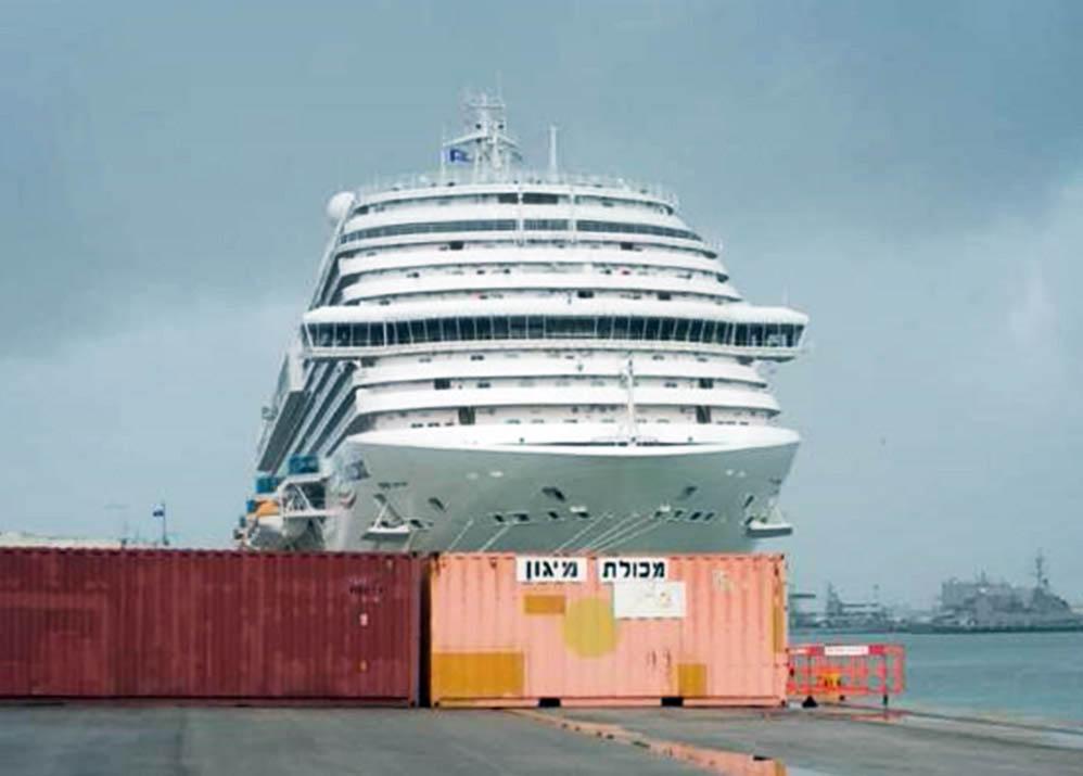 אניית הפאר קוסטה ונציה עוגנת בהפלגת הבכורה שלה בנמל בחיפה Costa Venezia in Haifa (צילום: חי פה)