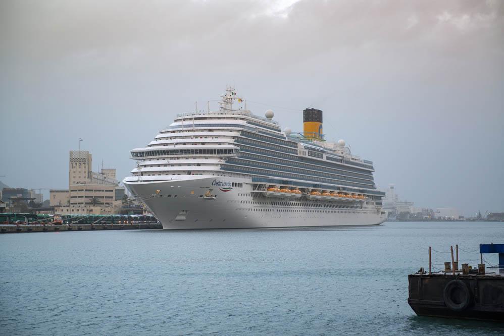 אניית הפאר קוסטה ונציה עוגנת בהפלגת הבכורה שלה בנמל בחיפה Costa Venezia in Haifa (צילום: ורהפטיג ונציאן)