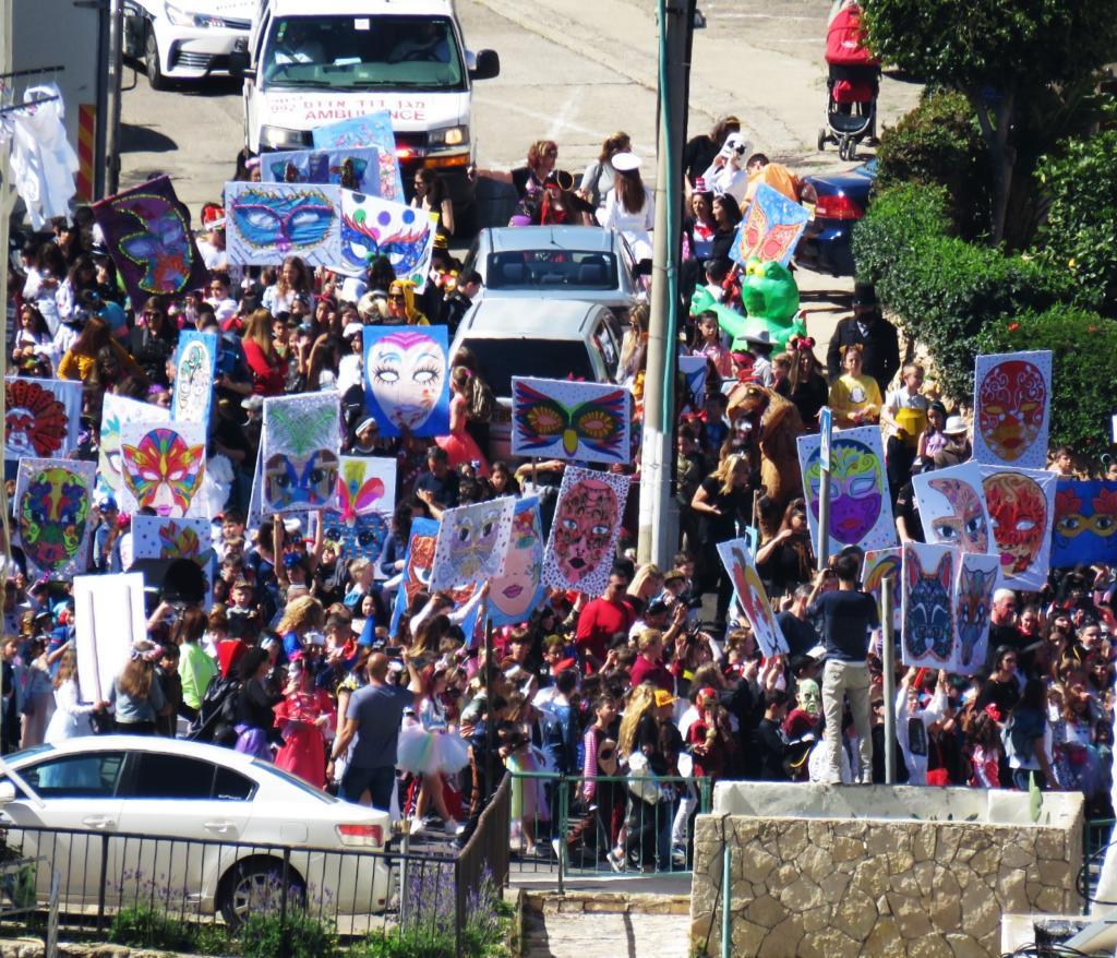 תהלוכת פורים של בית ספר אילנות-רחוב התמר (צילום: נילי בנו)