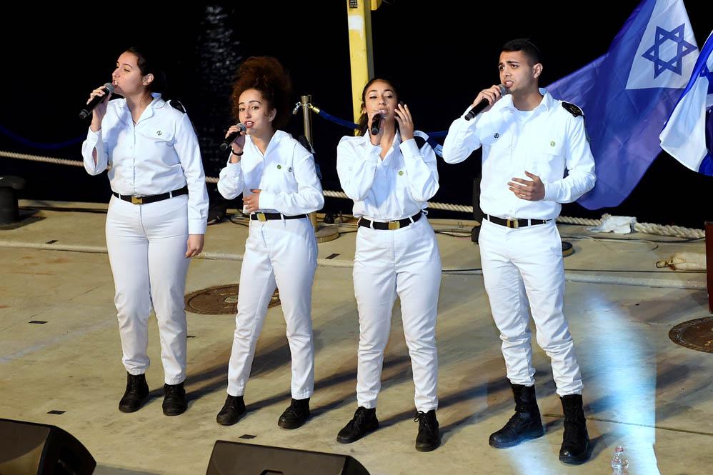 להקת חיל הים בטקס סיום קורס חובלים בחיפה (צילום: ג'ו לוציאנו)