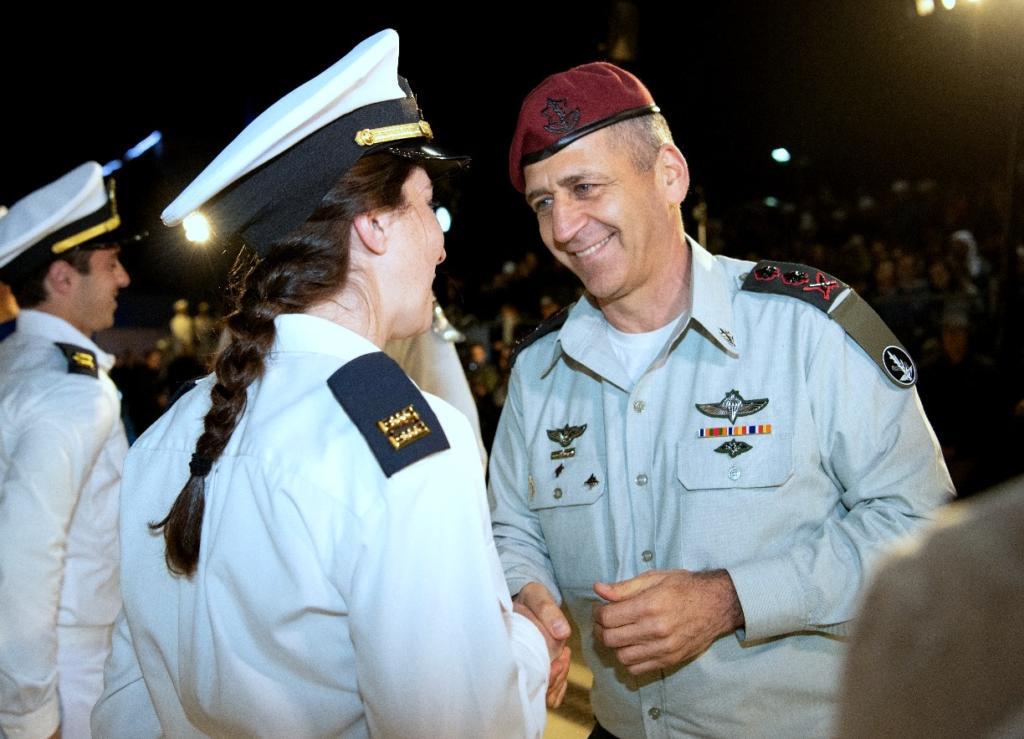"""הרמטכ""""ל אביב כוכבי בטקס סיום קורס חובלים בחיפה (צילום: דובר צה""""ל)"""