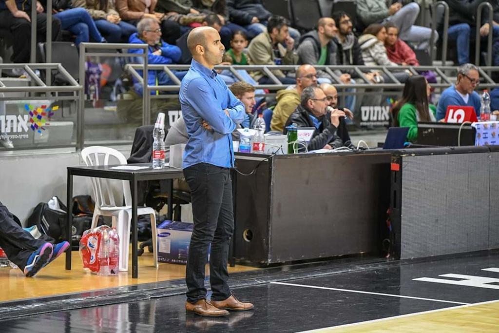עומרי צירלין - מאמן מכבי חיפה,  (צילום: שיר רביב)