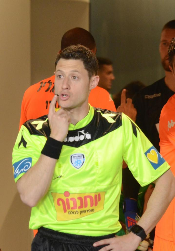 שופט הכדורגל דוד פוקסמן (צילום: חגית אברהם)