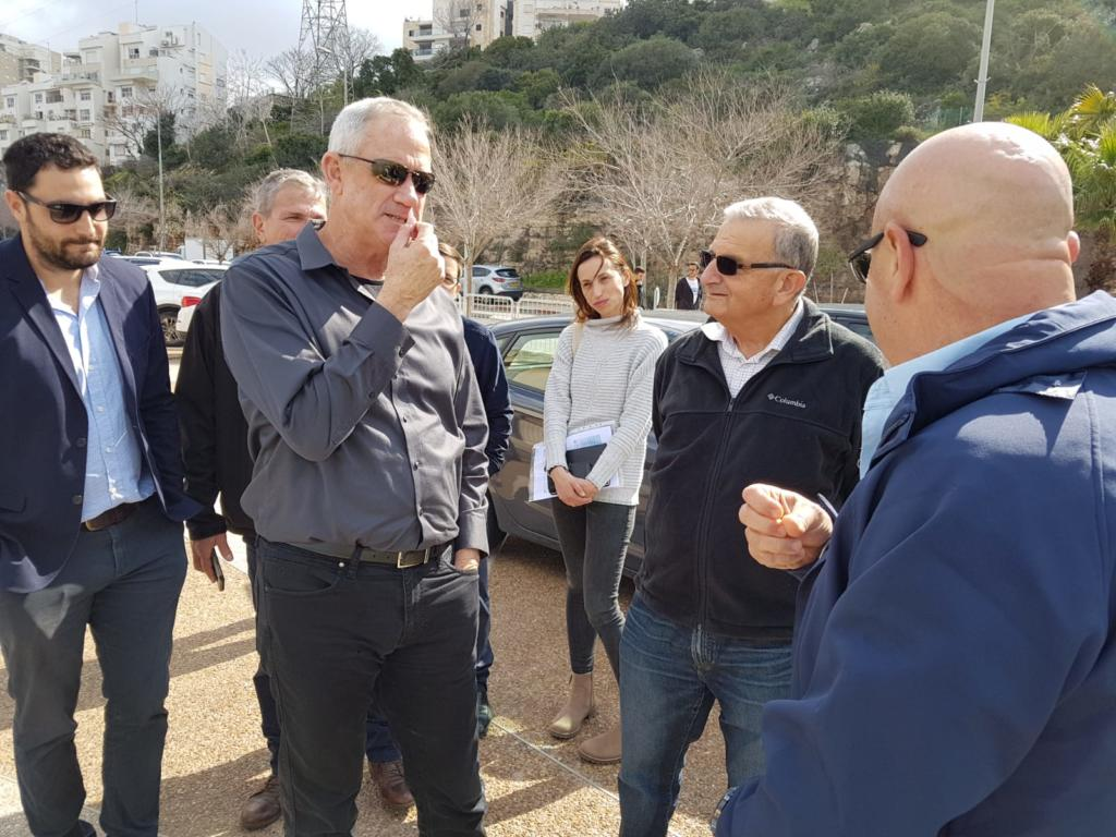 בני גנץ ומיקי חיימוביץ' בסיור בחיפה
