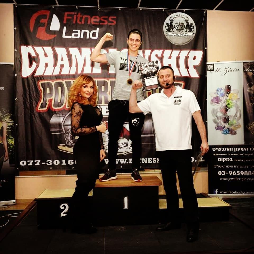 יול רשקובסקי (במרכז) זוכה בתחרות הפאוור ליפטינג (צילום: פיטנסלנד)