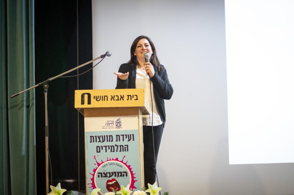 אילנה טרוק - ועידת מועצת התלמידים הנוער  העירונית בחיפה (צילום: עדי אביקזר - דוברות מועצת הנוער העירונית)